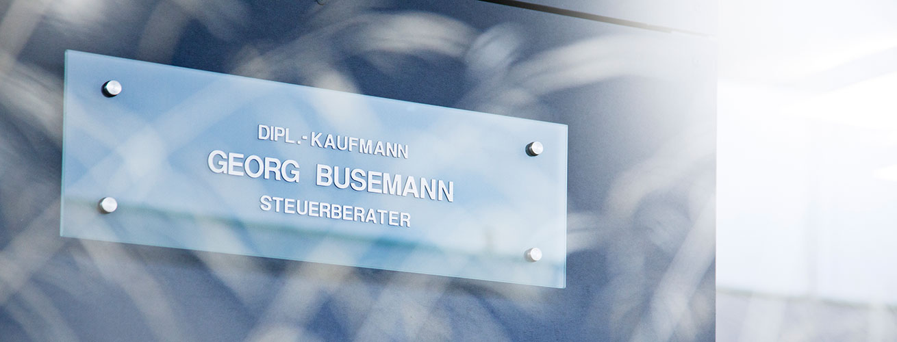 Schild Eingang Steuerkanzlei Busemann