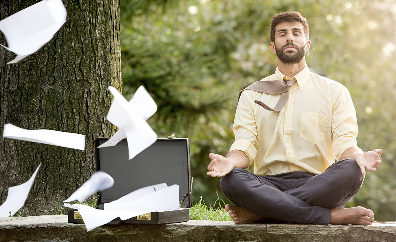 Geschäftsmann in Yogapose